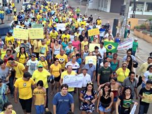 Manifestantes pedem o impeachment da presidente petista Dilma Rousseff (Foto: Aline Nascimento/ G1)