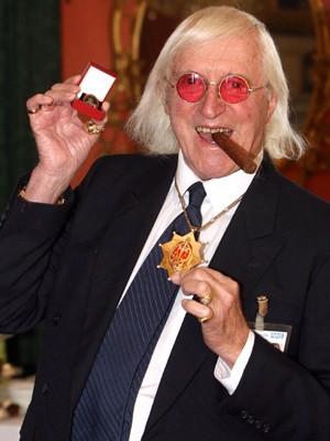 Jimmy Savile em 2008 (Foto: AP/Lewis Whyld)