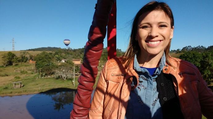 Camille Reis vai mostrar uma região de SC de um balão  (Foto: RBS TV/Divulgação )