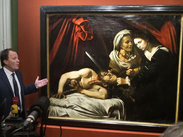 Quadro de 400 anos atribuído a Caravaggio e estimado em 100 milhões de euros encontrado em um sótão no sul da França; a obra, que ainda não teve auteticidade comprovada ficou mais de 150 anos em uma casa em Toulouse (Foto: Michel Euler/AP)