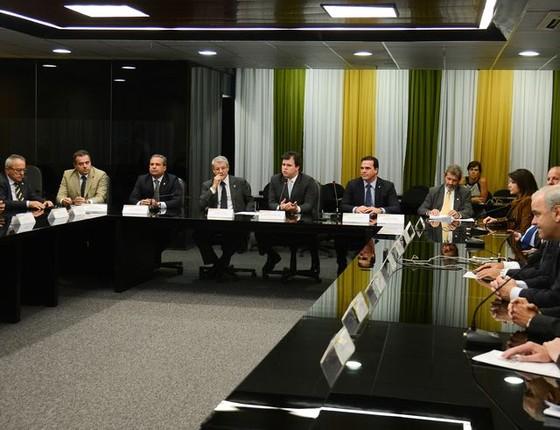 O ministro de Minas e Energia, Fernando Coelho Filho, reunido com a bancada do PSB, em maio (Foto: Domingos Tadeu/Agência Brasil)