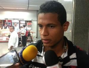 Diogo Silva desembarque Vasco (Foto: Raphael Zarko)