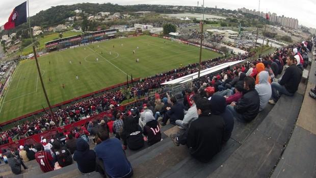 Atlético-PR x Boa Esporte, pela Série B, no Ecoestádio (Foto: Tony Mattoso/RPC TV)