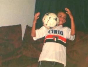 Oscar com a camisa do São Paulo