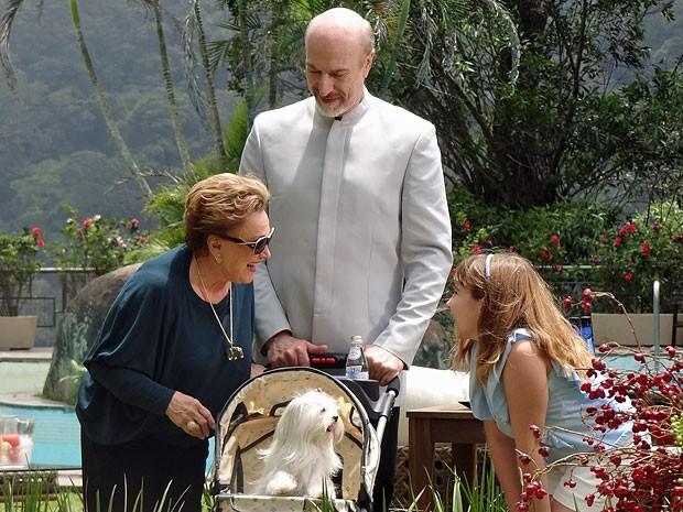 Emily é o xodozinho de Leonor (Foto: Salve Jorge/TV Globo)