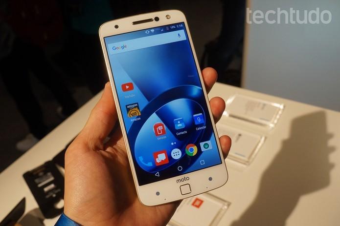 Moto Z possui tela de 5,5 polegadas com resolução QHD (Foto: Reprodução/Elson de Souza)