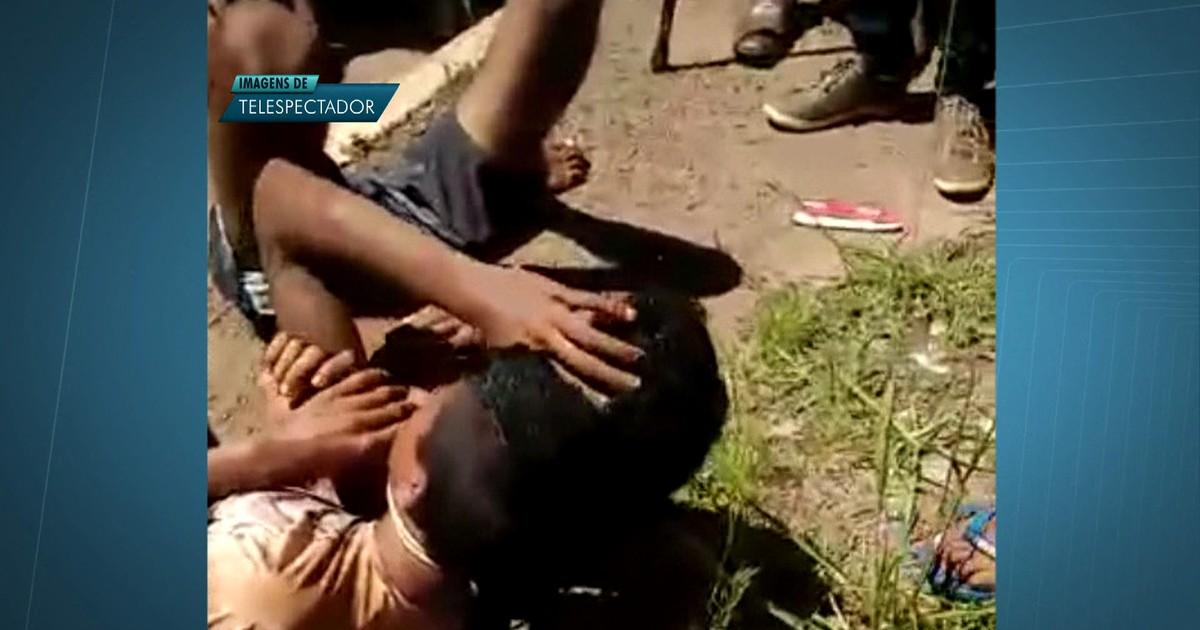 Vídeo mostra suspeitos de assalto sendo agredidos por populares