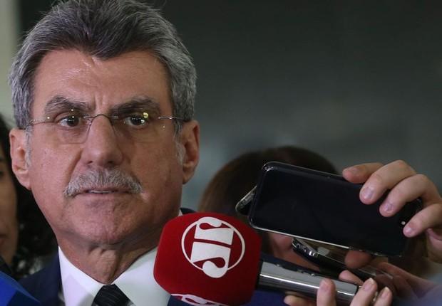 Senador Romero Jucá fala à imprensa, no Palácio do Planalto (Foto: Valter Campanato/Agência Brasil)