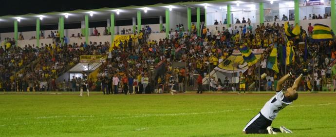 Dida comemorando gol do Rondoniense (Foto: Emanuele Madeira/GloboEsporte.com)