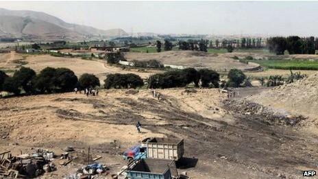 Foto divulgada pelo ministério da cultura mostra área onde se encontrava a pirâmide (Foto: AFP/BBC)