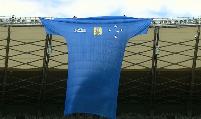 Nova camisa do Cruzeiro é divulgada. (Camisa 20 metros) (Foto: Reprodução\Globo Esporte)