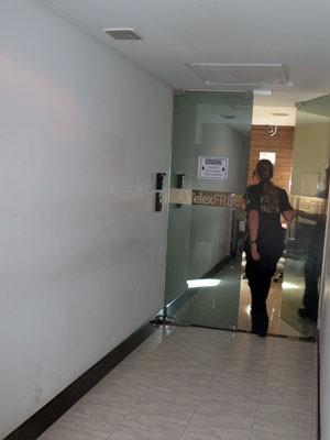 Agente da Polícia Federal na Telexfree (Foto: Fiorella Gomes/ CBN Vitória)