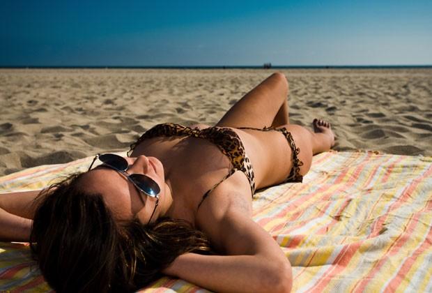 Tomar sol é essencial para a saúde (Foto: Think Stock)