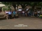 Moradores de Frutal protestam contra contemplados em casas da Prefeitura