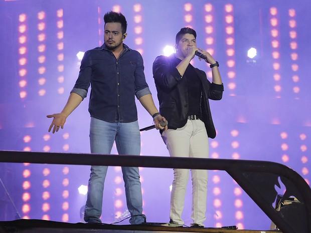 Henrique e Diego em show em Barretos, em São Paulo (Foto: Alessandra Gerzoschkowitz/ EGO)