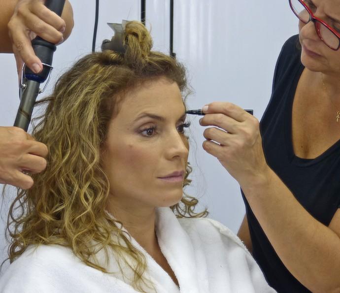 Maíra Charken faz cabelo e maquiagem (Foto: Brunella Menezes / Gshow)
