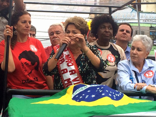 Dilma participa de carreata em Duque de Caxias, na Baixada Fluminense (Foto: Marcelo Elizardo / G1)