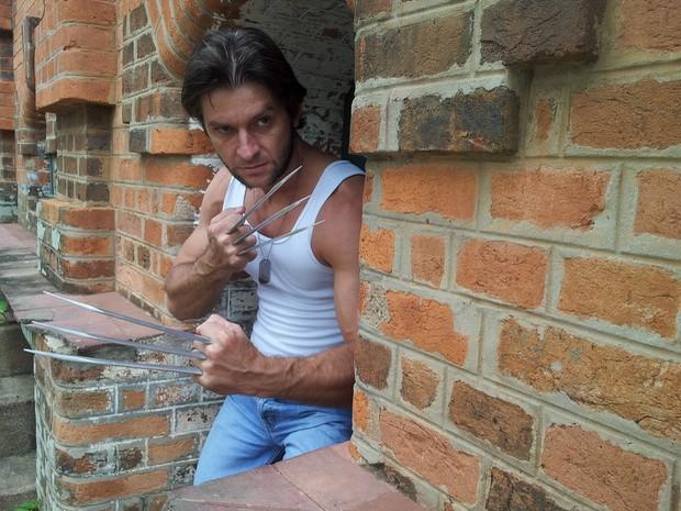 Há seis anos, Marcel Perez se caracteriza como Wolverine (Foto: Claudia Assencio/G1)