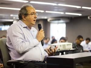 8/5/2013 - O legista José Lopes depõe sobre a morte de PC Farias e de sua namorada (Foto: Jonathan Lins/G1)