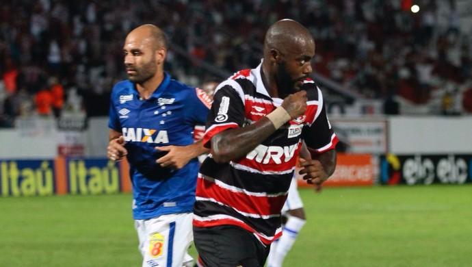 Grafite gol Santa Cruz x Cruzeiro (Foto:  JEAN NUNES - AGÊNCIA ESTADO)