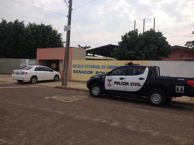 Durante o assalto na Escola Estadual Ronaldo Aragão, foram levados dois computadores e um televisor. (Foto: Eliete Marques/G1)