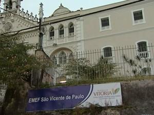 Escola Municipal São Vicente de Paulo, no Centro de Vitória. (Foto: Reprodução / TV Gazeta)