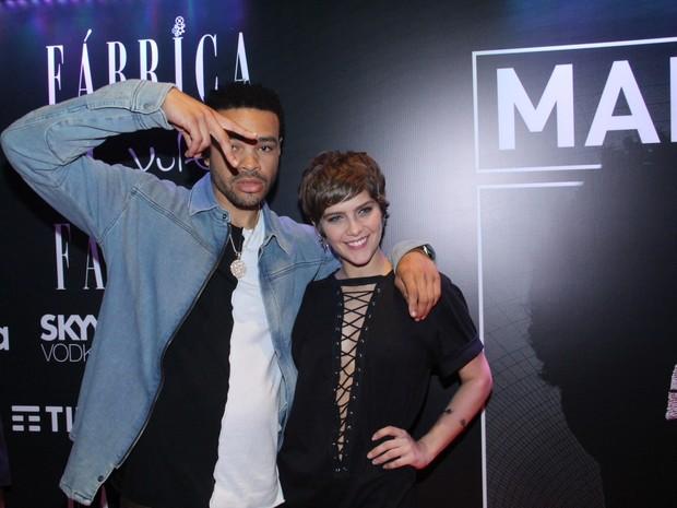 DJ Meojor e Isabella Santoni em festa no Centro do Rio (Foto: Wallace Barbosa/ Ag. News)