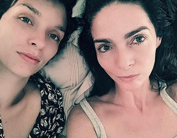 Claudia Ohana e a filha (Foto: Reprodução/Instagram)