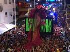 Com vestido de 30 metros, Daniela Mercury canta com Pabllo Vittar na BA