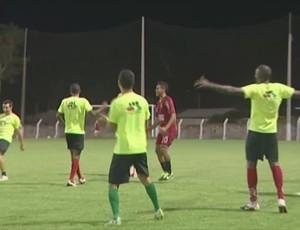 Pimentense treina antes de enfrentar o Ariquemes (Foto: Reprodução/TV Cacoal)
