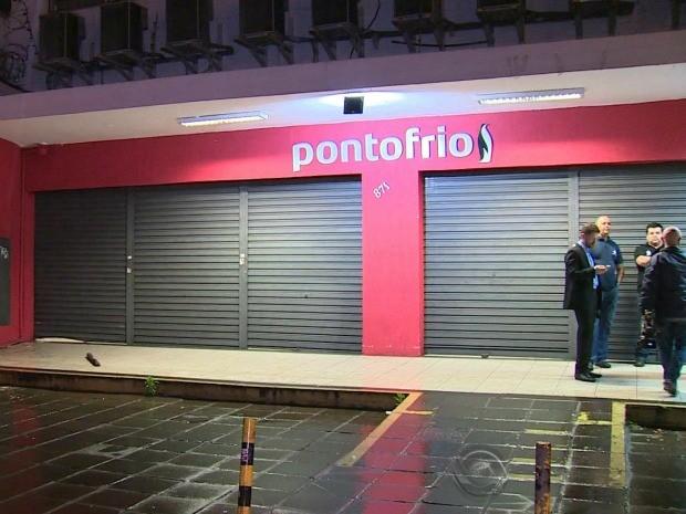 Loja de eletrodomésticos foi assaltada em Porto Alegre (Foto: Reprodução/RBS TV)