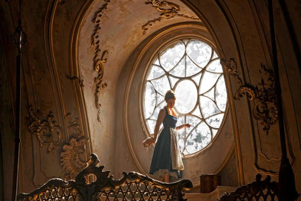 Beauty and the Beast (2017)Belle (Emma Watson) in the Ballroom of the Beast's castle. (Foto: Laurie Sparham)