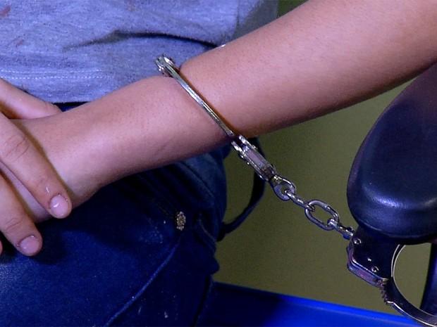 Adolescente foi levada para Delegacia de Plantão da Zona Norte de Natal após ser apreendida (Foto: Reprodução/Inter TV Cabugi)