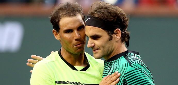 Roger Federer e Rafael Nadal se cumprimentam após vitória do suíço em Indian Wells (Foto: Matthew Stockman/Getty Images)