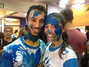 O casal Vivian Siqueira Madi e Matheus Reimberg estudou junto e comemorou junto a aprovação na Fuvest (Foto: Mariana Lenharo/G1)