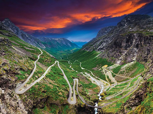 Trollstigen, or The Ladder of Trolls, is the name of this road climbing the mountainous terrain of Rauma in More og Romsdal, Norway. The height difference is approximately 1000 meters, and it is an enchanting drive. Picture taken in foggy weather, at a br (Foto: Getty Images)