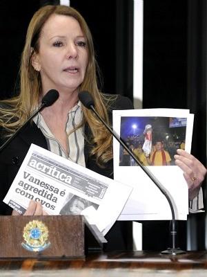Senado realizou ato político em solidariedade à candidata Vanessa Grazziotin após agressão sofrida em Manaus nesta terça (11) (Foto: Divulgação/Assessoria Vanessa Grazziotin)