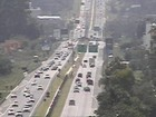 Estrada que liga Curitiba ao litoral do Paraná tem trânsito intenso
