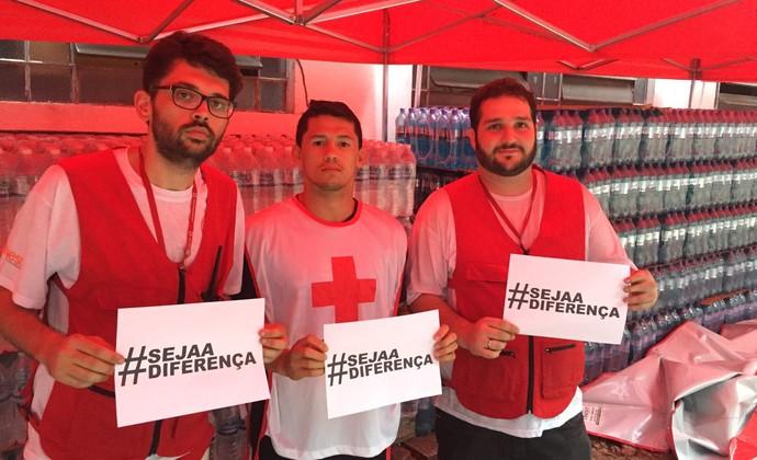 Dudu Dantas doação Cruz Vermelha (Foto: Divulgação)