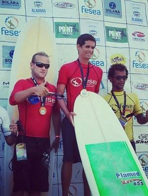Robson Fraga se dá bem no alagoano de surf (Foto: Reprodução/Facebook)