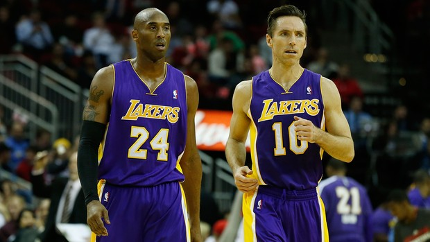 Kobe Bryant e Steve Nash durante a derrota para o Houston Rockets (Foto: Getty Images)