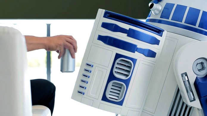 R2-D2 pode ser controlado remotamente e serve também como frigobar (Foto: Divulgação/Haier)
