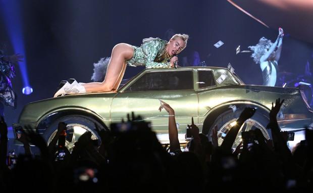 Miley Cyrus polemisando em seus shows