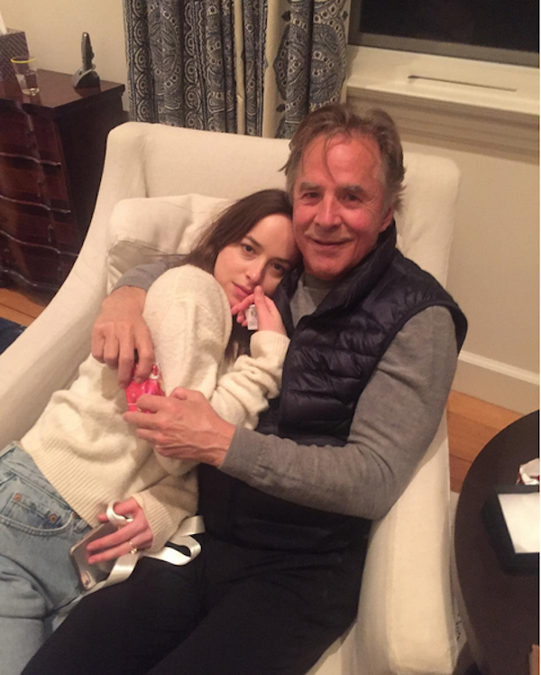 A atriz Dakota Johnson com o pai, Don Johnson (Foto: Instagram)