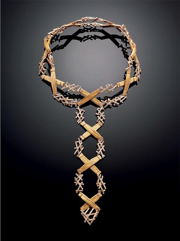 Colar Dangerous, de ouro rosa, diamantes marrons e capim-dourado, para Galleria O (Foto: © Galleria O)
