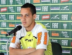 Rodriguinho na coletiva do América-MG  (Foto: Roberto Rodrigues / Globoesporte.com)