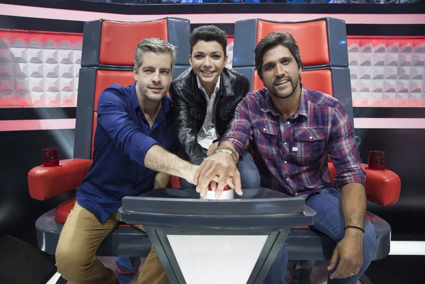 Victor & Léo com Wagner Barreto, o vencedor do The Voice Kids (Foto: Globo/Pedro Curi)