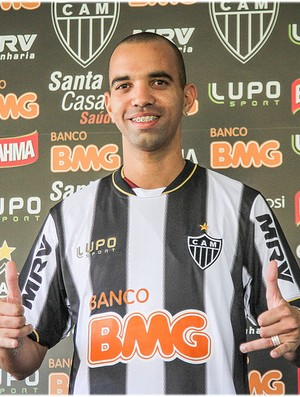 Diego Tardelli veste a camisa do Atl&#233;tico-MG (Foto: Bruno Cantini / Site Oficial do Atl&#233;tico-MG)