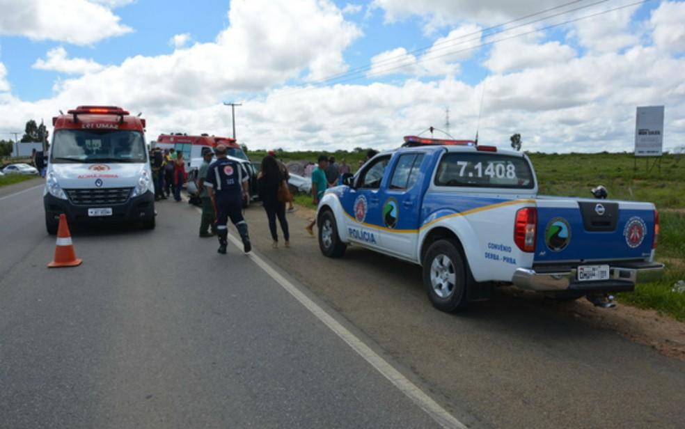 Mulher morreu e outras quatro pessoas ficaram feridas após batida (Foto: Anderson Oliveira/Blog do Anderson)