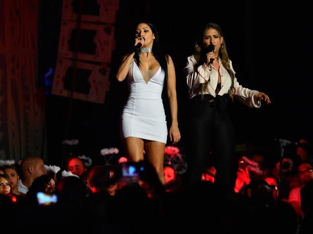 Simone e Simaria em show em Salvador, na Bahia (Foto: André Muzell/ Brazil News)